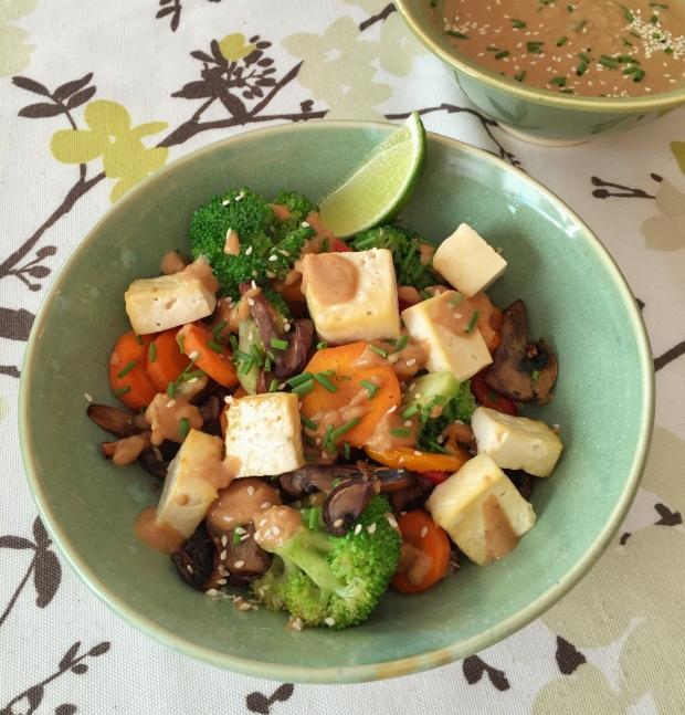 Tofu peanut bowl