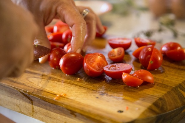 cutting-tomatoes